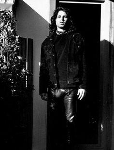 Jim Morrison. So handsome.
