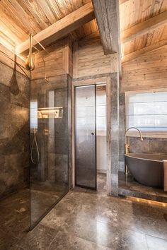Luxor by Refuge – Architecture D'intérieur – Rustic House Rustic Bathroom Designs, Rustic Bathroom Decor, Bathroom Ideas, Log Home Decorating, Interior Decorating, Interior Design, Decorating Ideas, Cabin Homes, Log Homes