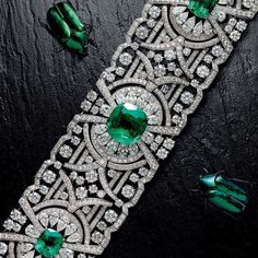 Emerald Gemstones Natural Beauty - Graff's sensational new Emerald and Diamond Bracelet in the latest Issue of FAIR on Bijoux Art Deco, Art Deco Jewelry, High Jewelry, Modern Jewelry, Jewelry Accessories, Emerald Bracelet, Diamond Bracelets, Bangle Bracelets, Bangles