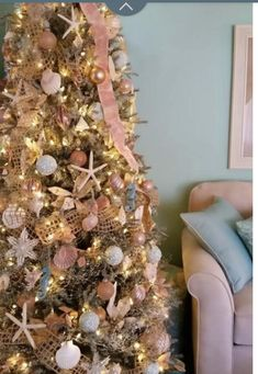 16 Extraordinary Christmas Tree Decor Themes The Festival of Trees is where Christmas tree decor is at its finest. Here are a few of my favorite Christmas tree decor themes! Beach Christmas Trees, Coastal Christmas Decor, Nautical Christmas, Tropical Christmas, Gold Christmas, Coastal Decor, Hawaiian Christmas Tree, Xmas Trees, Winter Christmas
