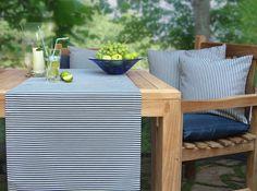 blau gestreifte Gartentischdecke