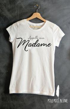 appelle moi ou appelez moi madame Tee shirt femme personnalisé 5 %  élasthanne , manches courtes ou débardeur (selon disponibilité ) Taille au  choix! S,M,L ...