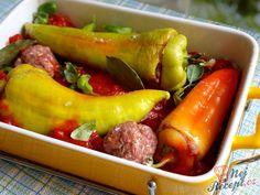 V zahradě máme nyní plno paprik a rajčat, tak je třeba zužitkovat. Vynikající plněné domácí papriky s rajskou omáčkou. Pokud použijete čerstvá rajčata přímo ze zahrady, tak chuť bude mnohem výraznější a lepší. Autor: Rebeka (Naďa I.) Stuffed Peppers, Baking, Vegetables, Kitchen, Recipes, Decor, Kitchens, Mascarpone, Red Peppers