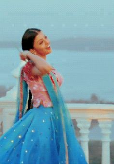 Crazybollywood — Aishwarya Rai as Nandini bollywood costume looks. Bollywood Couples, Bollywood Actress Hot Photos, Bollywood Girls, Beautiful Bollywood Actress, Bollywood Celebrities, Bollywood Fashion, Aishwarya Rai Photo, Actress Aishwarya Rai, Bollywood Costume