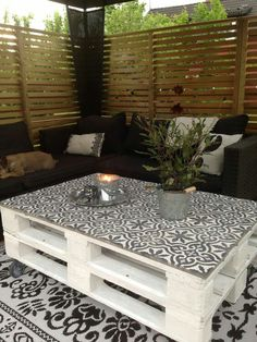 Great idea to use cement tiles on top of a painted DIY pallet table! Color, pattern and a smart easy care surface too!