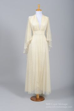 1970s Vintage Wedding Dress from Mill Crest Vintage 1970s Style Wedding Dresses, Halter Style Wedding Gowns, Cheap Vintage Wedding Dresses, Modest Wedding, Vintage Gowns, Vintage Weddings, Unique Dresses, Vintage Clothing, Vintage Outfits