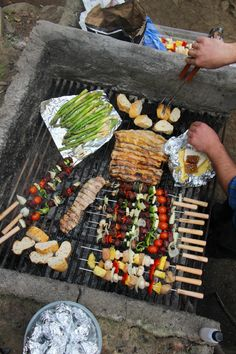 8 Ideas para tirar a la Parrilla Grilled Vegetable Kabobs, Grilled Vegetables, Veggies, Vegetarian Skewers, Picnic Side Dishes, Whole Food Recipes, Healthy Recipes, Easter Lunch, Deli Food