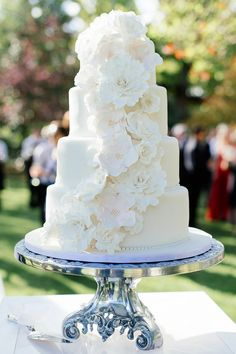 Sarah & Tim's Crisp & Contemporary Black-Tie Wedding