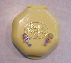 So Mädels, jetzt mal Hand auf's Herz. Was fandet ihr cooler, Barbie oder Polly Pocket? Ich glaub es gab echt wenig Mädchen in den 90er Jahren, die Beides hatten. | unfassbar.es