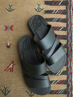 Jerusalem sandals Male Fashion Trends, Men's Fashion, Flip Flop Sandals, Flip Flops, Leather Sandals, Shoes Sandals, Simple Elegance, Jerusalem, Designer Shoes