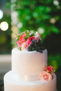 simple white #succulent and #rose #cake, Photography by gladysjem.com, Planning by http://chicconcepts.com.mx  Read more - http://www.stylemepretty.com/2011/09/12/boho-chic-inspiration-shoot-by-brienne-michelle-photography/