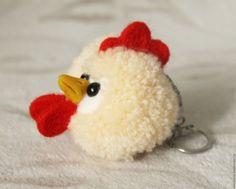 """Képtalálat a következőre: """"pom pom csibe"""" Diy Crafts For Gifts, Crafts To Make, Fun Crafts, Crafts For Kids, Yarn Animals, Pom Pom Animals, Yarn Dolls, Pom Pom Maker, How To Make A Pom Pom"""