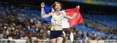Marie-Amélie Le Fur célèbre sa médaille d'or au 400 m, au stade olympique de Rio, le 12 septembre 2016.   CHRISTOPHE SIMON / AFP