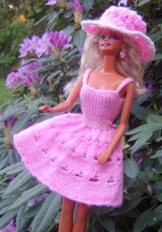 Watch This Video Incredible Crochet a Bear Ideas. Cutest Crochet a Bear Ideas. Barbie Knitting Patterns, Barbie Clothes Patterns, Doll Clothes, Knitted Dolls, Knitted Hats, Barbie Wardrobe, American Girl Clothes, Barbie Dress, Barbie Barbie