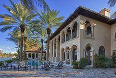 Diego Della Valle ha comrpato casa a Miami, nell'esclusivo quartiere di La Gorce Island. Il venditore è il noto cantante Billy Joel e sarebbe costata 14 milioni di dollari. Misura 900 metri quadrati e ha sette camere da letto e otto bagni, oltre ad affacciarsi sull'Oceano.