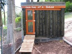 Wooden pallet chicken coop by emma-q Cheap Chicken Coops, Chicken Coop Pallets, Chicken Coop Plans, Building A Chicken Coop, Pallet House, Hobby Farms, Backyard Projects, Urban Farming, Wooden Pallets