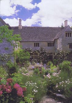 Asthall Manor, Asthall, Oxfordshire. Beautiful garden!