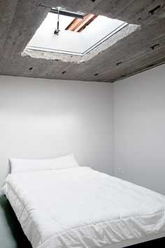 Thomas Bendel – Wohnung Am Urban {bedroom roof window = wow. Concrete walls/roof}