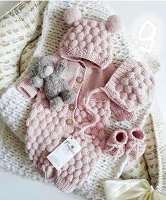 Baby Knitting Patterns Knitting For Kids Loom Knitting Cute Baby Girl Outfits Simply Crochet Crochet Fashion Kids And Parenting Baby Love Future Baby Baby Afghan Crochet Patterns, Baby Patterns, Baby Pullover, Retro Mode, Knitted Baby Clothes, Knitting For Kids, Baby Sweaters, Baby Dress, Barn