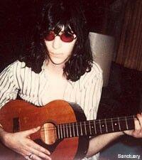 Joey and his one-string guitar. Joey Ramone, Ramones, Punk Rock, Gabba Gabba, Iggy Pop, Live Rock, Dee Dee, Fun To Be One, Lineup