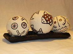 Esferas decorativas, confeccionadas com sacolinhas plásticas