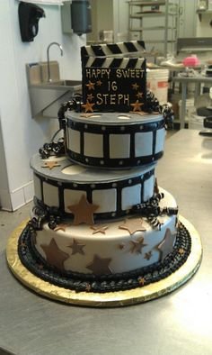 Movie cake - just add photos Movie Theme Cake, Movie Cakes, Movie Party, Pretty Cakes, Beautiful Cakes, Amazing Cakes, Sweet 16 Birthday, Birthday Cake Girls, Deco Cinema