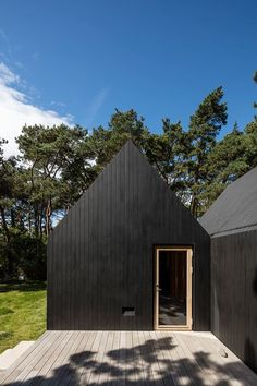 Cottage designed by RUBOW architects Black House Exterior, Modern Exterior, Rural House, House In The Woods, Cottage Design, House Design, Timber Buildings, Modern Tiny House, Forest House
