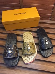 Lv Shoes, Cute Shoes, Shoe Boots, Leather Slippers, Leather Sandals, Louis Vuitton Mens Sneakers, Sneakers Fashion, Fashion Shoes, Fashion Slippers