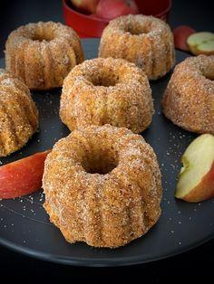 Bezlepkové jablečné bábovičky se skořicí a ořechy   Bez lepku Dessert Recipes, Desserts, Dairy Free Recipes, Bagel, Doughnut, Free Food, Protein, Smoothie, Good Food