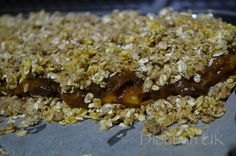 Dietitian UK: Rhubarb Crumble Squares: #healthy #flapjack #oats