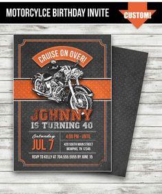 Invitación fiesta de cumpleaños de Harley Davidson, 40 º 50 º 60 º Harley cumpleaños invitación pizarra invitación, motocicleta invitar imprimible DIY Biker Birthday, Motorcycle Birthday, Motorcycle Party, Adult Birthday Party, 60th Birthday, Birthday Tags, Motorcycle Gear, Birthday Ideas, Birthday Invitation Templates