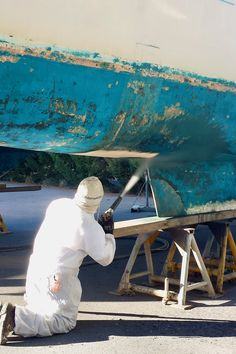 Blast grit cleaning is the ideal way to prepare boat hulls for repainting and re-coating.