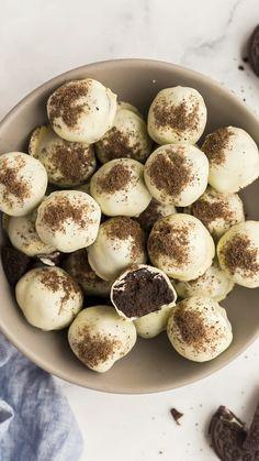 Oreo Ball, Fun Baking Recipes, Cookie Recipes, Dessert Recipes, Oreo Desserts, Easy Peanut Butter Cookies, Maple Cookies, Pecan Cookies, Sugar Cookies