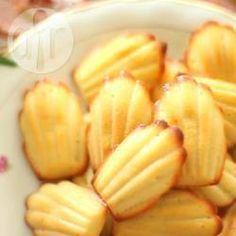 The Madeleine I buy is either too dry, too floury, or worse, has the acrid taste of baking powder. But then the skies parted one day when I . Madeleine Recipe, Beef Burgers, Veggie Burgers, Pan Dulce, Hamburger Recipes, French Food, Allrecipes, Cake Cookies, Afternoon Tea