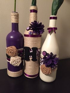 Could use any color spray paint to coordinate with decor on any bottle for an easy cheap centerpiece concept. Done with a dremel these diy old wine bottle crafts are so amazing that you will… Empty Wine Bottles, Wine Bottle Art, Painted Wine Bottles, Diy Bottle, Twine Wine Bottles, Wrapped Wine Bottles, Beer Bottle, Do It Yourself Decoration, Wine Craft