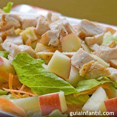Con esta ensalada suave de pollo, manzana y zanahoria conseguirás que los niños se atrevan con las verduras. Receta fácil de ensalada de pollo y lechuga. Cómo hacer una ensalada fácil para niños