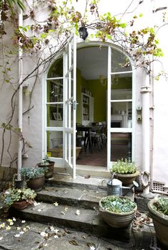 Perfect French style doors. lOvE!