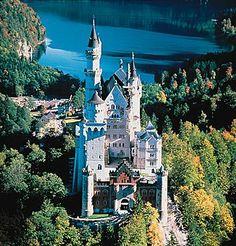 Bavière, le château de Neuschwanstein Le château de Neuschwanstein à Schwangau, en Bavière (sud de l Allemagne), construit sous le règne de LouisII de Wittelsbach.