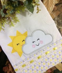 Hand Embroidery Stitches, Hand Embroidery Designs, Embroidery Patterns, Baby Sheets, Cot Sheets, Patchwork Baby, Baby Sewing, Cute Drawings, Baby Quilts