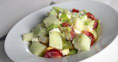 Sommersalat mit Melone, Feta und Ei