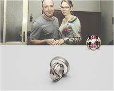 Melinda és Tibor saját kezűleg készített fehér és rozé arany jegygyűrűi.