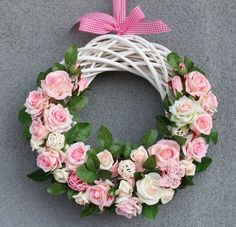 Door Hanging Decorations, Flower Decorations, Tulle Wreath, Floral Wreath, Hobbies And Crafts, Crafts To Make, Arte Floral, Easter Wreaths, Summer Wreath