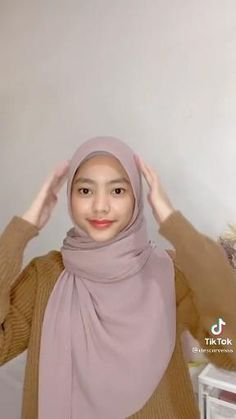 Simple Hijab Tutorial, Hijab Style Tutorial, Square Hijab Tutorial, Stylish Hijab, Hijab Chic, Hijabs, Pashmina Hijab Tutorial, How To Wear Hijab, Mode Turban