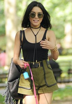 Choker Couro Vanessa Hudgens Black tanktop green skirt black choker necklace black belt Summer