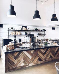 Fabolous Scandinavian Theme for Cozy Coffee Shop ⋆ Main Dekor Network Decoration Restaurant, Deco Restaurant, Restaurant Ideas, Restaurant Kitchen, Coffe Shop Decoration, Rustic Restaurant Design, Coffee House Decor, Küchen Design, Floor Design