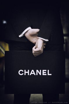 Chanel - This is how every guy should greet a girl!