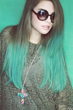 Green dip dyed ombre hair- not feasible for me but still looks goods