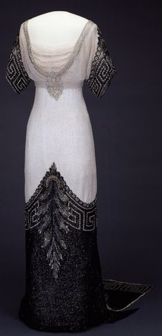 """""""Arlesienne"""" evening dress designed by coutourier Worth (1912-1913) for Queen Maud of Norway.  Image from the Nat'l Museum of Art, Architecture &  Design: Stiftelsen Kunstindustrimuseet i Oslo. Teigens Fotoatelier AS. Utterly striking."""