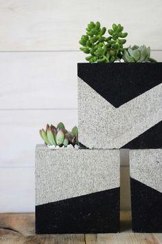DIY Painted Cinder Block Planters (Little Miss Momma) Painted Cement Patio, Concrete Patio, Painting Concrete, Diy Painting, Cinder Block Garden, Cinder Blocks, Cinder Block Paint, Cinder Block Ideas, Cinder Block Furniture