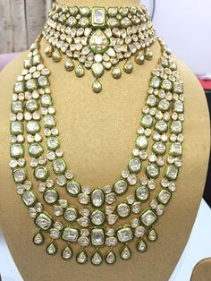 Photo From Bridal uncut diamond/ polki sets - By Sitara Indian Wedding Jewelry, Indian Jewelry, Indian Bridal, Antique Jewellery Designs, Jewelry Design, Bridal Jewelry Sets, Bridal Jewellery, Jewellery Shops, Jewellery Box